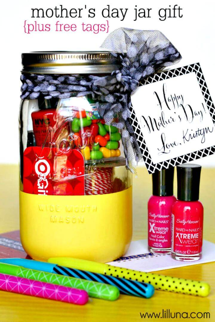 easy Mason jar Gift with free prints